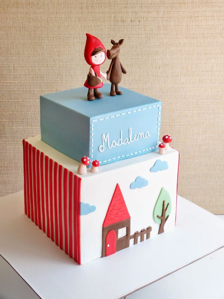 ♡ I know this is little red riding hood, but OMG, why would this be fantastic for Christmas with a snowman or a gingerbread house design? LOVE IT!