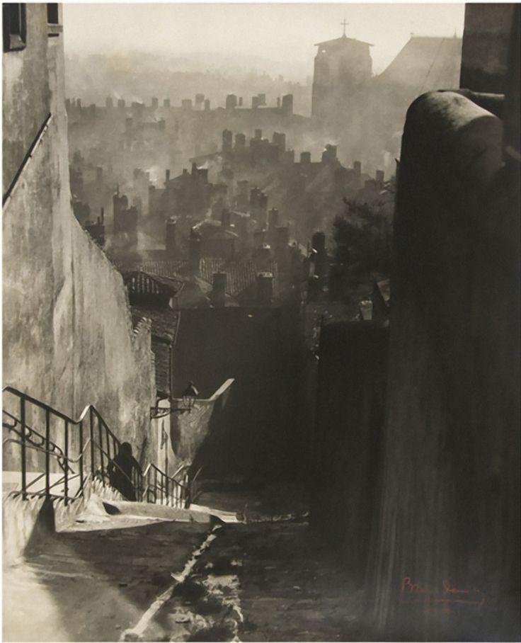 Théo Blanc and Antoine Demilly    Vieux quartier St. Jean, Lyon, ca. 1930 follow http://pinterest.com/ahaishopping/