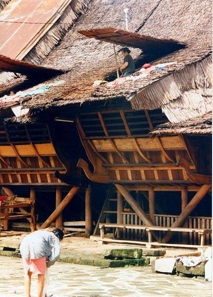 File:Maison Nias.JPG Traditional house, Nias Island, Sumatra.