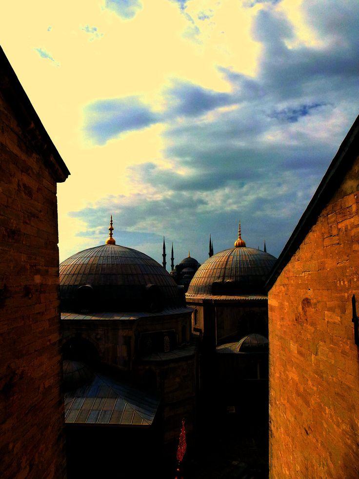 Turkey - Istanbul - Hagi Sofia's domes (photo by Carla Iaconetti)