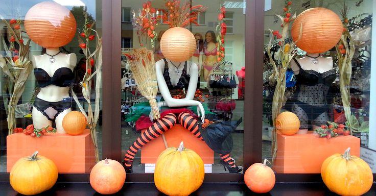 Halloween 2016   #noszebiustonoszebrafitting #visualmerchandising #biłgoraj #mystorewindows #ilovemyjob