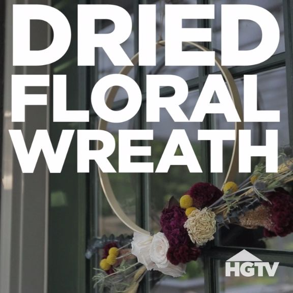 Use Dried Flowers to Create a Simple Fall Wreath