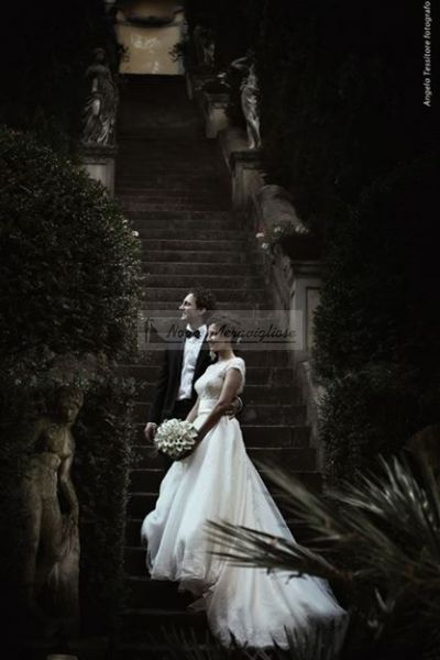 Gli sposi immersi nel verde della natura.   http://www.nozzemeravigliose.it/matrimonio/fotografo/caserta/tessitore-angelo-fotografo/362
