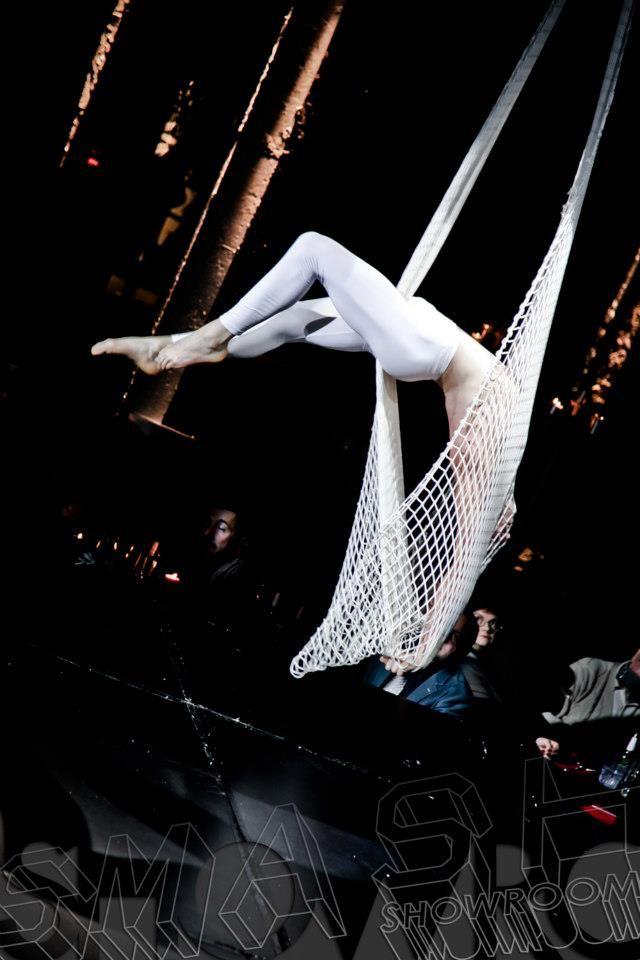 Nico Gattullo perform on Aerial Net at Smash Showroom Padova