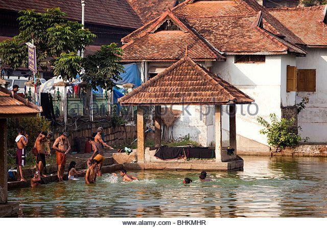 India, Kerala, Thiruvananthapuram, (Trivandrum), Sri Padmanabhaswamy Hindu Temple tank worshippers in water - Stock Image