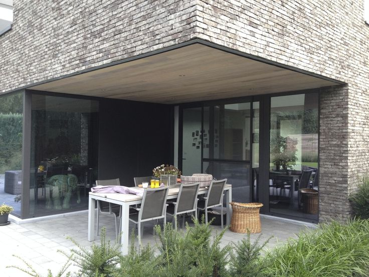 Wij zijn een klein architectenburo gespecialiseerd in moderne hedendaagse woningbouw. Wij doen zowel nieuwbouw als verbouwingen. Ook voor een interieurinrichting kunt u bij ons terecht. U kunt ons steeds contacteren voor een vrijblijvend gesprek waarin we de haalbaarheid van uw project toetsen en onze werkwijze toelichten. @Portfoliobox