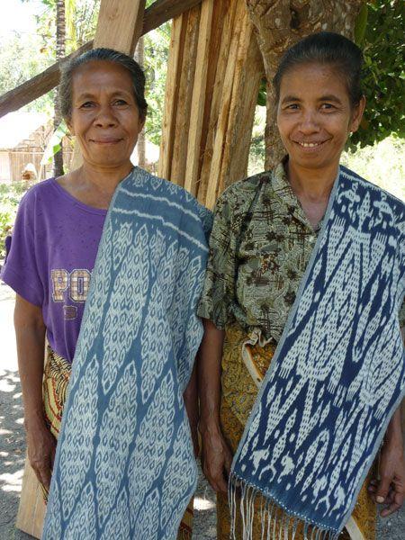Oe Ekam weavers Ibu Efrosina Sakan and Ibu Marcelina Babu