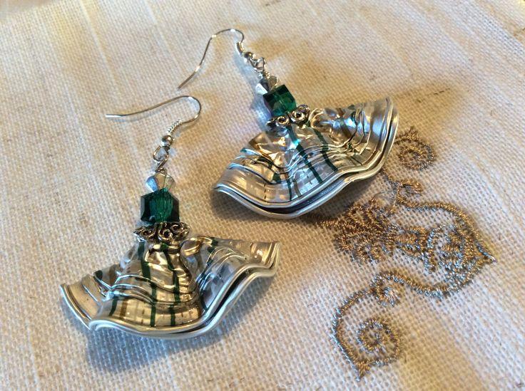 Boucles d'oreilles argent et vert jade http://www.alittlemarket.com/boutique/magie_encapsulee-803147.html