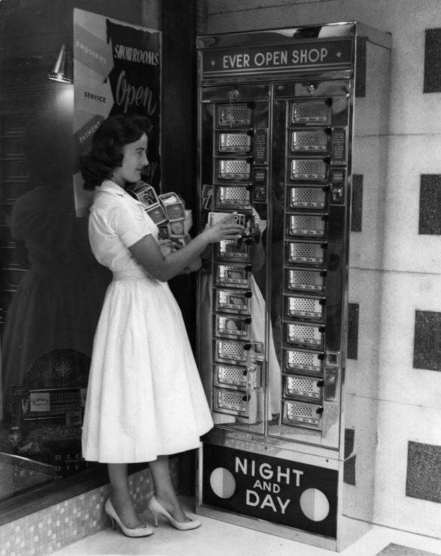 Here's a machine dispensing handy lightbulbs. | 15 Weird Vending Machines Of The '60s