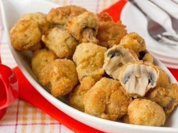 O rețetă delicioasă de ciuperci cu crustă crocantă. Acestea se primesc foarte fragede și suculente la interior, iar crusta este uimitor de savuroasă! Ingrediente: 300 g ciuperci întregi; 3 linguri pudră de pesmet; ulei pentru prăjeală. Pentru aluat: 2-3 linguri făină; 1 lingură sos de soia (după dorință); 2 căței de usturoi; sare, piper, condimente – după gust. Mod de preparare: Folosițiciuperci de dimensiuni mici, spălați-le și uscați-le pe un prosop. Pregătiți aluatul: amestecați făina…