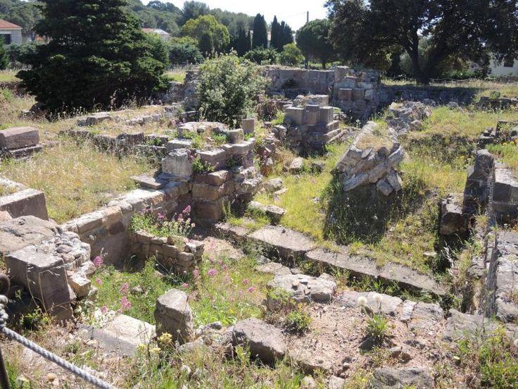 Hyères: Olbia - Ruines de l'ancienne abbaye Saint-Pierre de l'Almanarre (© J.E) - France-Voyage.com