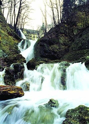 Bezoek de watervallen in #Lillafured in het noorden van #Hongarije. Maar ook de druipsteen- en turfsteengrotten.