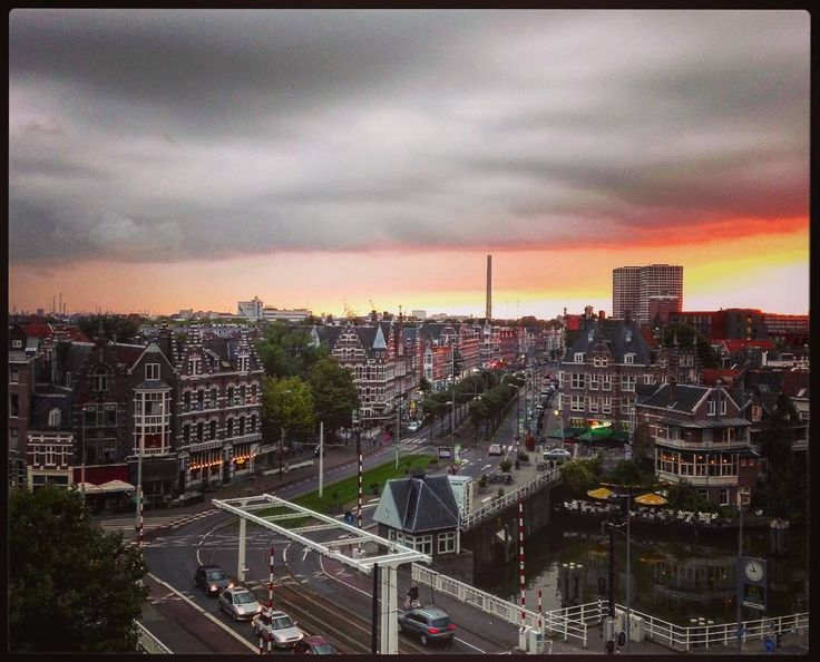 4 vind-ik-leuks, 1 reacties - Yvonne (@ydekkers) op Instagram: '#Goodnight #delfshaven #rotterdam #dehogeerf #myview #010 #lovethelight #lageerfbrug'