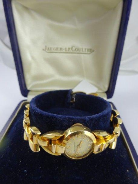 JAEGER LECOULTRE  Montre bracelet de dame en or jaune (750).  Boîtier rond, numéroté 111739 (?), cadran à fond beige à index appliqués bâtons et chiffres arabes pour les heures.  Mouvement mécanique à… - Drouot Estimations - 12/07/2016