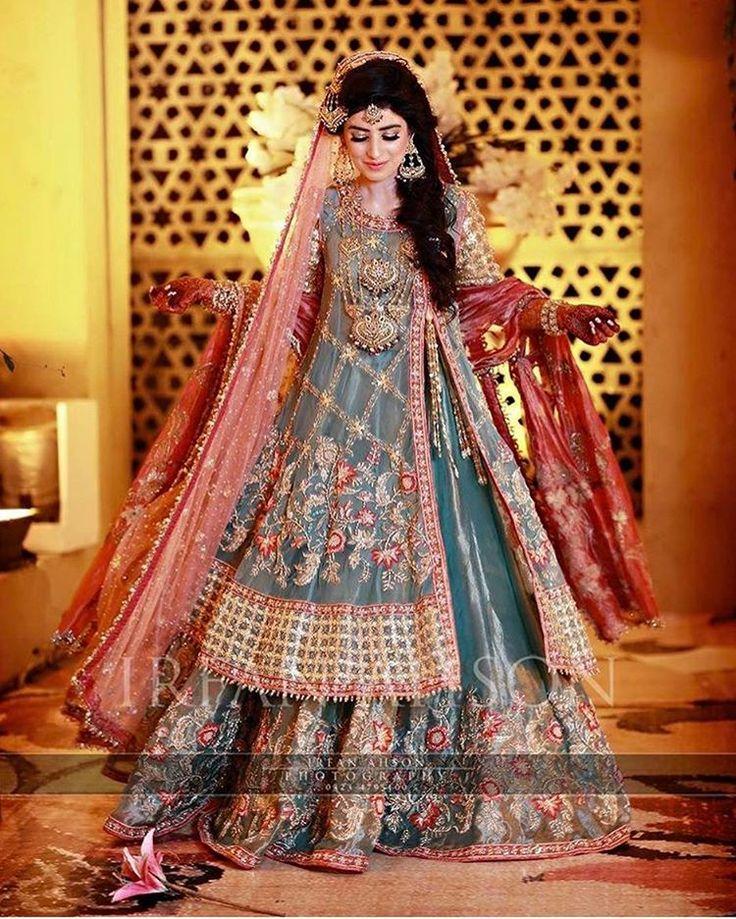 Omg perfection !!  @irfanahson . . .  #bridal #bride #desibride #indianbride #pakistanibride #pakistan #indian #muslimwedding  #desifashion #desi #desibridal  #wedding #weddinginspiration #dulhan #shaadi #indianwedding #desiwedding #weddingdiaries #weddingphotography #pakistanifashion #desicouture #pakistani #indianfashion #lengha #asianbride #asianbridal #asianbrides #mehndi #mehndinight