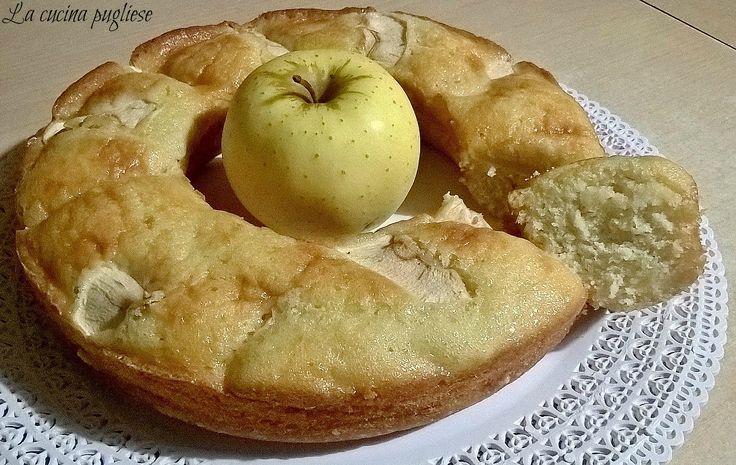 Uno dei dolci tradizionali tanto amati ed apprezzati è la torta alle mele! Ma io oggi vi propongo una versione speciale: la Ciambella soffice di mele!  La ciambella soffice di mele è un dolce davvero fantastico e fa impazzire davvero tutti! Per la ricetta: ➥ http://lacucinapugliese.altervista.org/recipe/ciambella-soffice-di-mele/