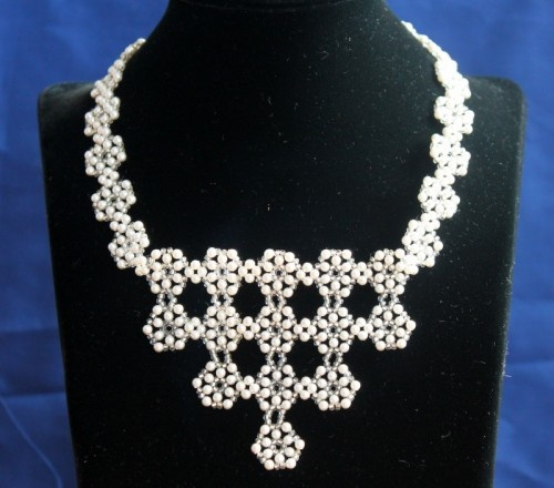 FREE How To Make a Petal Motiff Beading Tutorial: Pearls, Bridal Necklace, Diy Jewelry, White Bridal, Elegant Pearl, Jewelry Making Tutorials, Beading Tutorials, Pearl White