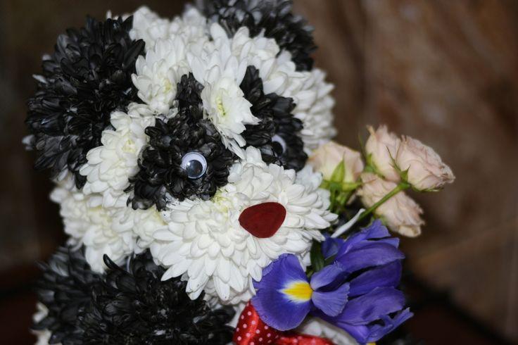 Panda flower bear www.aranjamentedevis.ro/galerie-foto/figurine-din-flori/