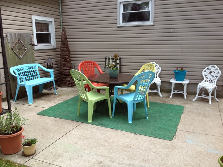 bring new life to old plastic patio furniture with spray paint for plastic