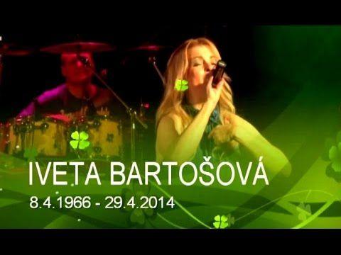 IVETA BARTOŠOVÁ byla česká zpěvačka narozená 8.4.1966 a dne 29.4.2014 spáchala sebevraždu. Patřila mezi představitele tzv. středního proudu. Na festivalu Mladé písně v Jihlavě 1983 se poprvé setkala s Petrem Sepéšim. Tvořili spolu úspěšný pěvecký pár, který skončil předčasně v červenci 1985 tragickou nehodou Sepéšiho. Iveta se na několik měsíců odmlčela. Koncem roku 1987 jí vyšlo první sólové album I.B. Léčila se ze závislosti na antidepresivech a alkoholu a v osobním životě se jí taky…