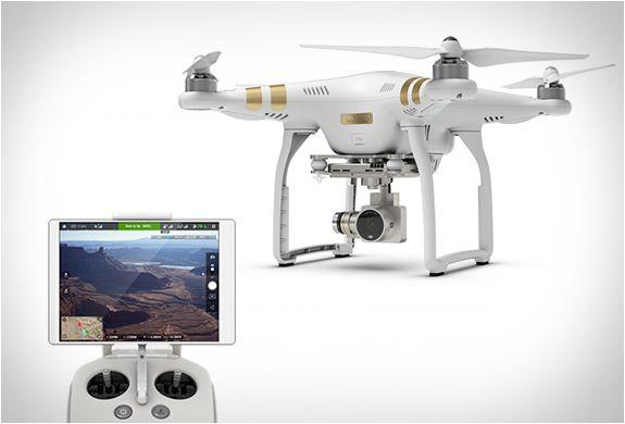 DRONE DJI PHANTOM 3  DJI, líder em tecnologia para drones, lançaram o Phantom 3, a mais recente adição à linha Phanton muito popular. Este Drone promete levar as filmagens de aventura para outro nível.