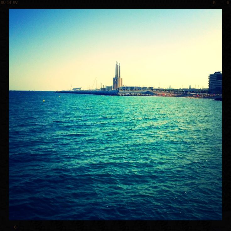 ' s fábrica cerca del mar