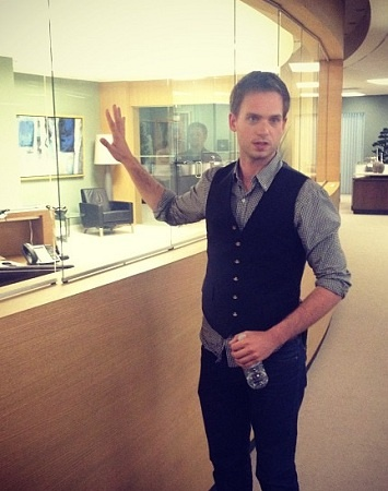 Talking with Patrick J. Adams of USA's Suits - TV News on TheTvKing.com