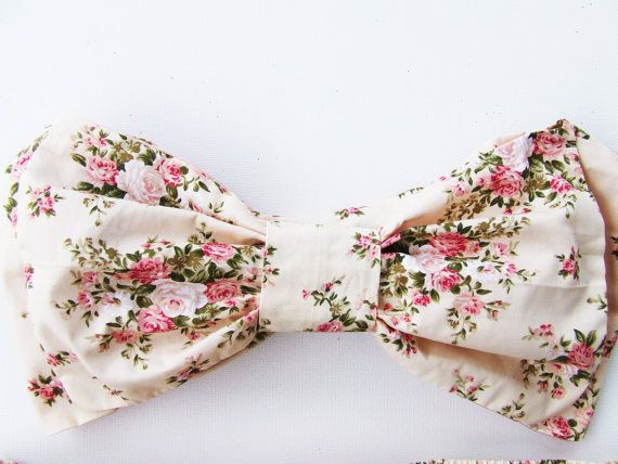 V i n ta g e B o w S U N- K i n i Vintage Flowers This listing is for a super cute Cotton Vintage Style Bow Bandeau Top and Halter Neck top ALL in