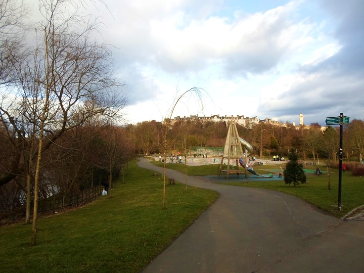 Nice day on march.  Kelvingrove Park in West End.