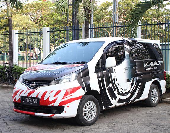Branding Mobil merupakan salah satu media promosi jenis reklame yang menggunakan media mobil untuk di desain. Saat ini banyak produsen yang melirik stiker mobil karena brand image produk barang atau jasa yang ditampilkan bisa mendapatkan lebih banyak perhatian dari masyarakat.