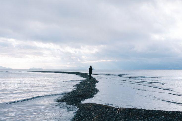 """Il misticismo nella quotidianità: le strade giapponesi negli scatti di Takashi Yasui - """"La fotografia è un più di un piacere, è una passione"""", scrive il fotografo Takashi Yasui. Un'affermazione vera nella sua assoluta semplicità che emerge dagli scatti nei quali immortala strade e scorci del suo Giappone. Modernità e tradizione, la frenesia della metropoli e il misticismo del passato. È il fondatore di Reco, una fotografia collettiva che utilizza vari strumenti"""