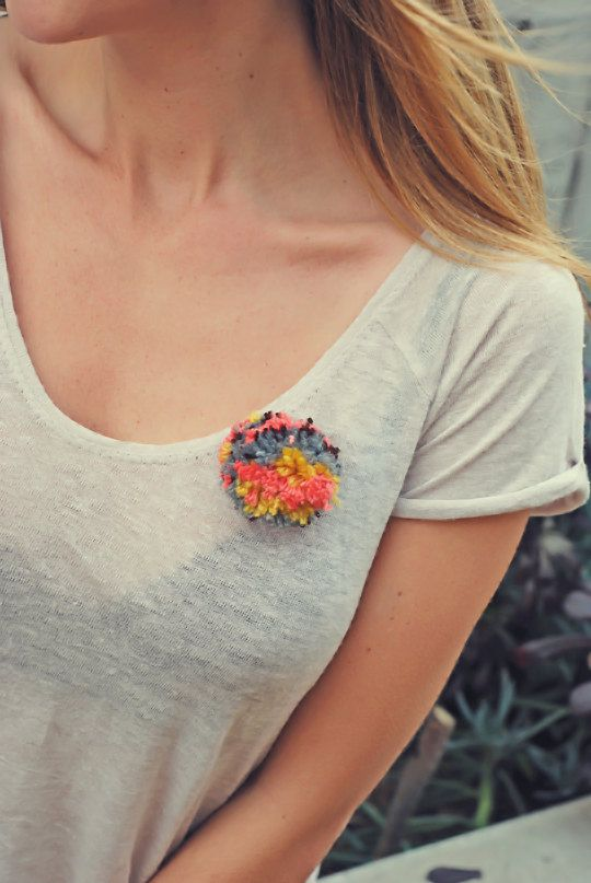 Pom pom brooch pin - multicolor.