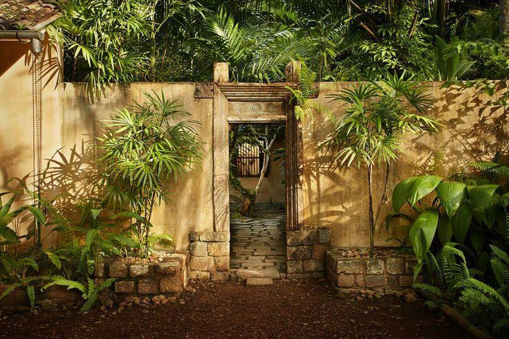Exterior photo, gate in Sri Lanka.