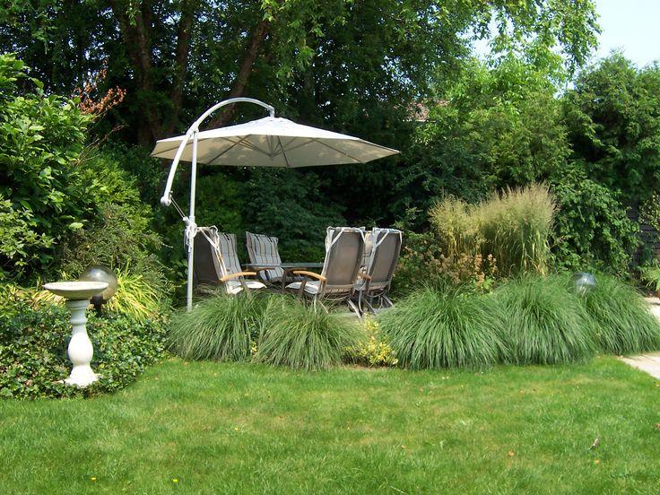 Siergrassen rond zonneterras met parasol ontwerp: freek de Gruijter