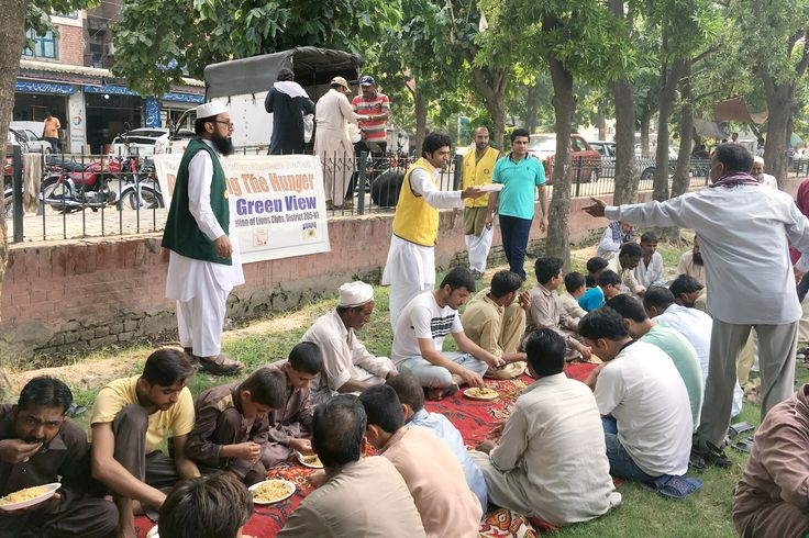 Lahore Green View #LionsClub (Pakistan) served a meal to people in need