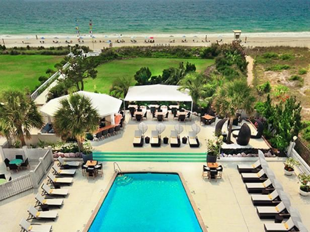 With over 300 miles of beaches, North Carolina is an easy choice for an intimate oceanside retreat. Book a stay at one of North Carolina's best beach hotels and resorts.