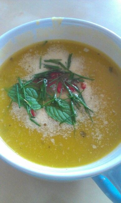 Hokaido pumpkin soup, with onions, chilli, nutritional yeast and herbs! ( cooked )