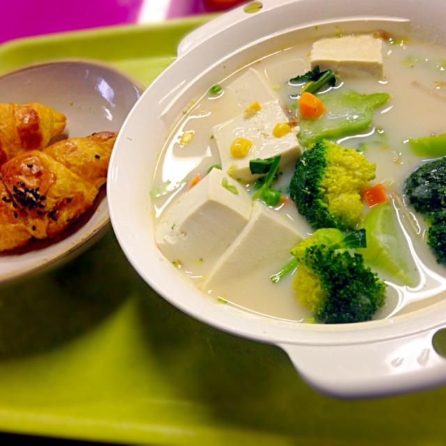 本日の職場DE ランチ鍋 - 57件のもぐもぐ - ブロッコリーとお豆腐のクリームシチュー by manilalaki