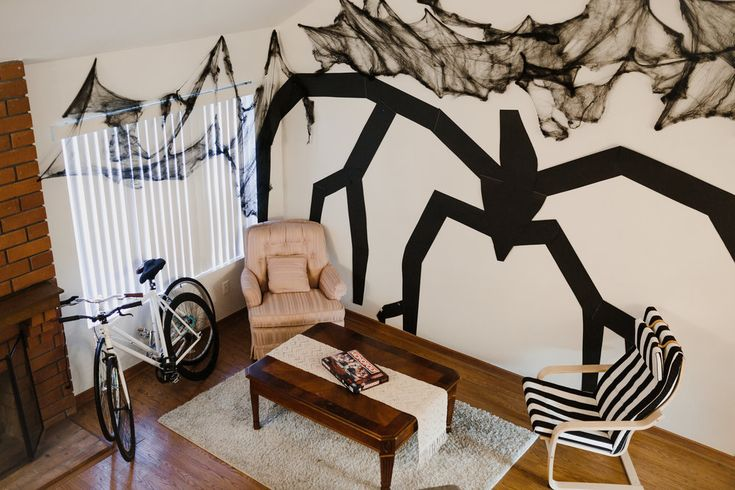 stranger things halloween party - ideas for decorations, shadow monster on the wall, very spooooky