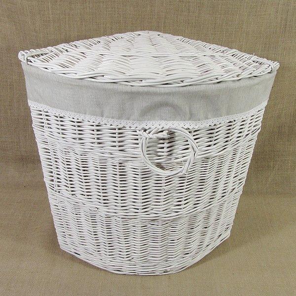 Biały wiklinowy kosz na bieliznę z materiałowym wkładem wzór - melanż z koronką