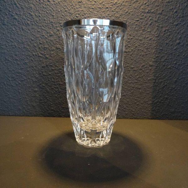 Geslepen kristallen vaas met zilveren hals