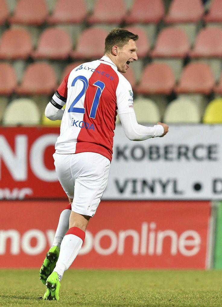 Milan Škoda se raduje z úvodní branky.