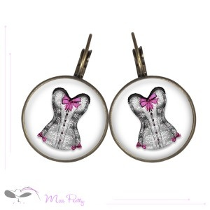 LES PETITS NOEUDS ROSES - cabochon earrings - boucles d'oreilles cabochons. Cabochons :: brass :: laiton :: glass :: verre :: retro :: vintage :: corset :: mode :: fashion