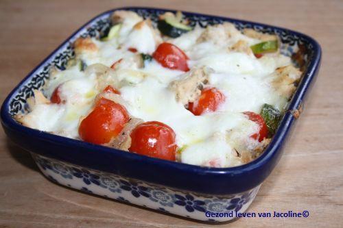 Ovenschotel met groenten en tonijn   Ach... dit is gewoon héél makkelijk! Zo'n ovenschotel maken kan iedereen... Oké of je 't lust is d...