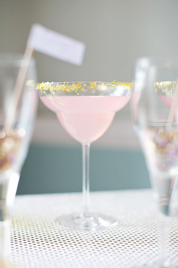Pink and GOLD cocktails. Could add this gold dusting glitter to the rims of all kinds of cocktails.