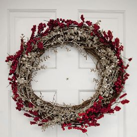 Easy to make holiday wreath. So easy, you'll be done in less than an hour.
