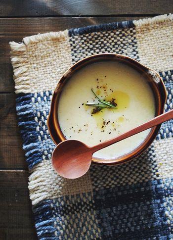 具だくさんならスープだけでも十分ですし、いつもの朝食メニューにプラスしても◎。スープなら前日に作ってストック可能ですし、それなら忙しい朝は温めるだけでOKです。手作りなら栄養価もUPして更に体にうれしいですね♪