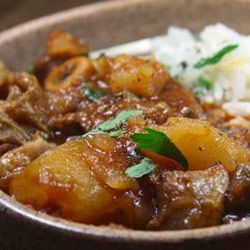 Tender lamb knuckles, soft potatoes and sweet tomato sauce.