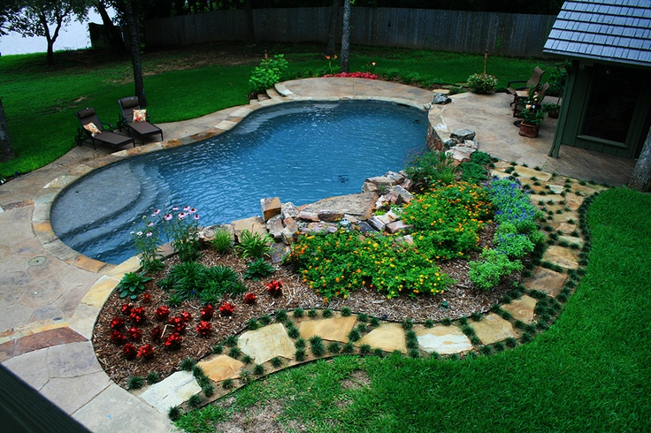 Poolside garden i 39 m liking this pool the back forty for Garden training pool