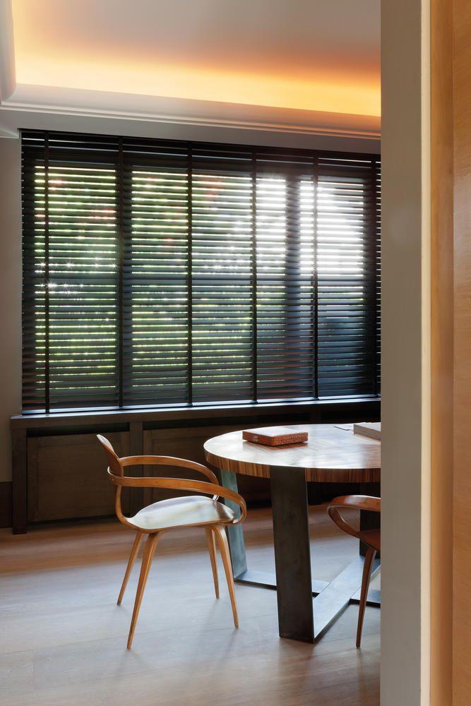 Een geweldig product om te spelen met het lichtinval. Houten jaloezieën geven een mooie luxe en natuurlijke uitstraling in uw ruimte. Breedtes van de lamellen variëren van 25mm t/m 70mm, met of zonder ladderband en een brede keuze in diverse afwerkingen. Meer info: www.onelwindowdressings.nl  Tags: #jaloezieën #blinds #luxaflex #raambekleding #onel #onelwindowdressings